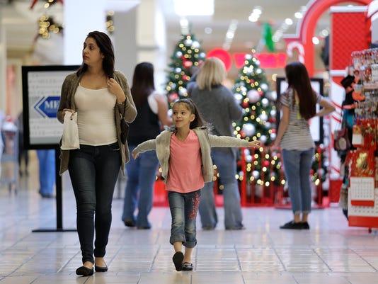 Main Christmas Shopping 11-24-2015