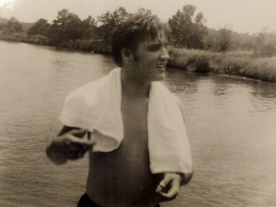 Elvis relaxes on the grounds of the Gulf Hills Hotel in Ocean Springs, Miss.