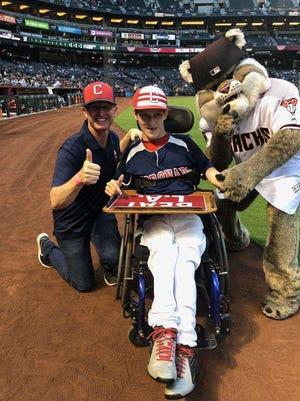 Justin Huttelston with Coronado baseball coach Ryan Dyer and Diamondbacks mascot Baxter.