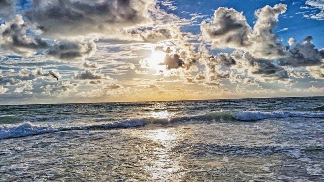 Picture of the Atlantic Ocean from the coastal state of Florida. Picture was taken from the beaches of Southern Florida.