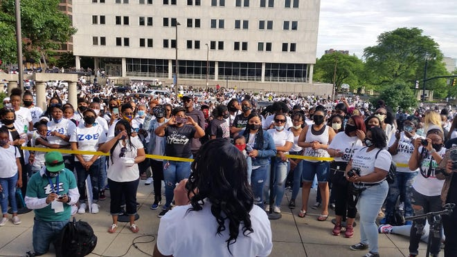 Alva McGowan, of the Shining Light Missionary Bible Church, leads a prayer on the steps of Columbus City Hall during Sunday's Black Excellence, the Ladies Edition. More than 2,000 were in attendance.