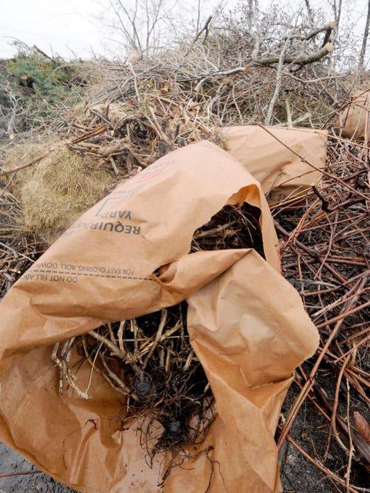 MNJ 0414 Fresh Go Green composting 02.jpg