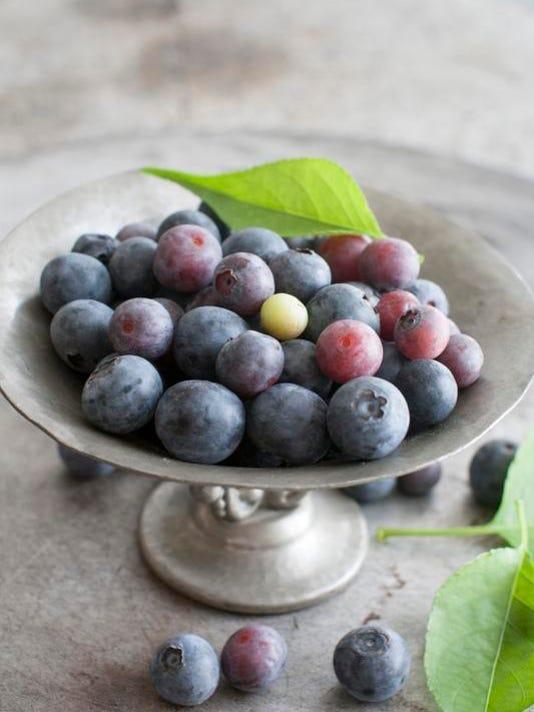 2014 215372971-Food_10_Things_Blueberries_NHMM223_WEB780205.jpg_20140710.jpg