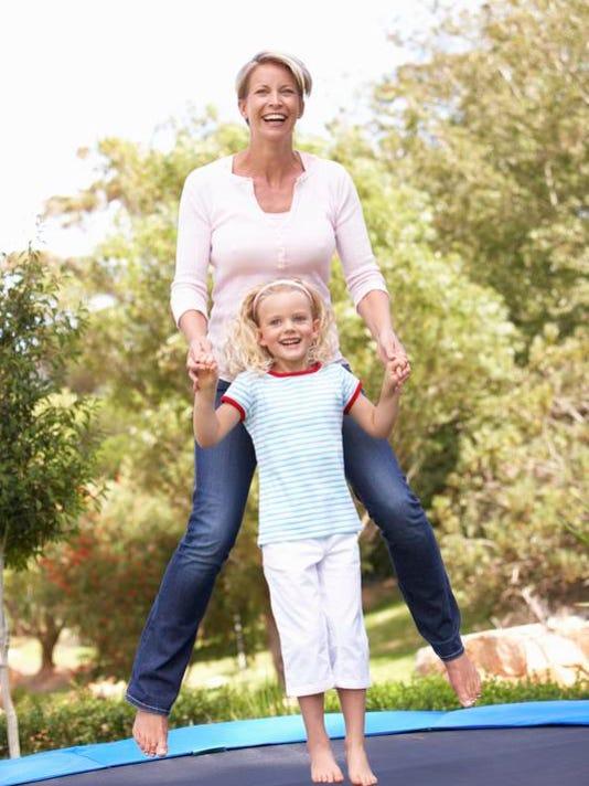 vtd0331 Kids and Moms