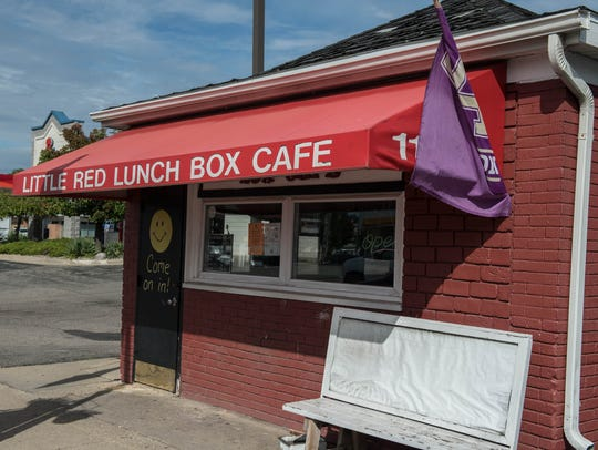 Bill's  Bites visits the Little Red Lunch Box Cafe