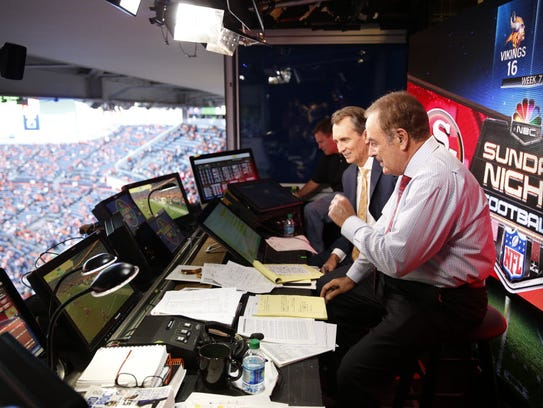 Al Michaels (r) and Chris Collinsworth (center) in