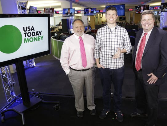 Matt Ehrlichman, center, meets with former USA TODAY