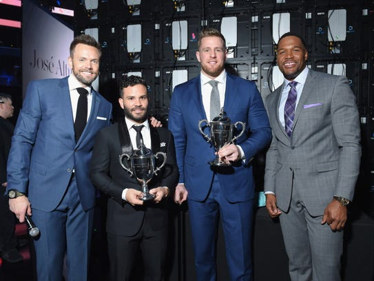 Joel McHale and Michael Strahan pose with SI Sportsperson