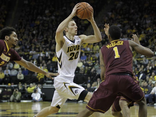 635910879018932541-Iowa-vs-Minnesota-MBB006.jpg