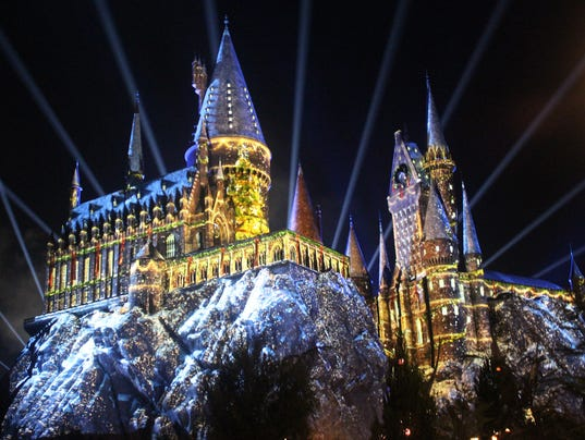636474864687577340-Hogwarts-Castle-Projection-Christmas-tree.jpg