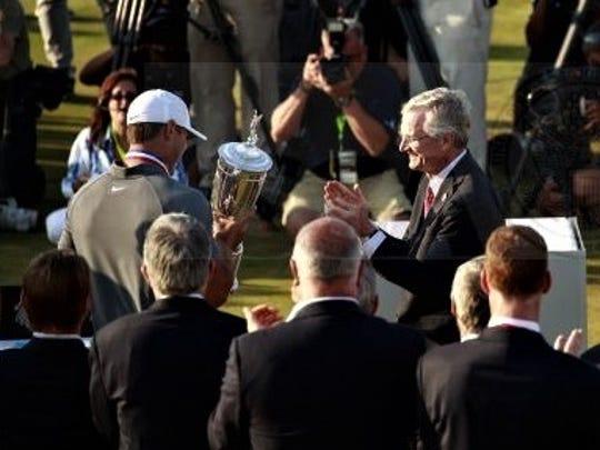 New USGA president Mark Newell (right) hands over the