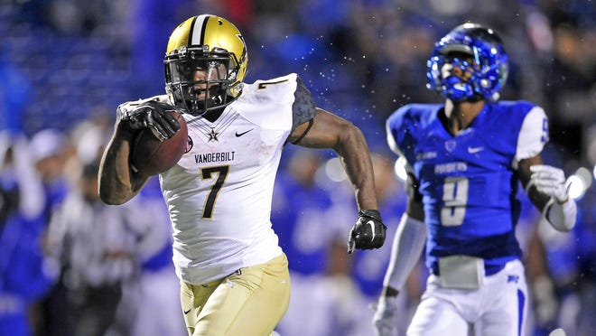 Vanderbilt running back Ralph Webb (7) outruns MTSU cornerback Jeremy Cutrer on the way to a touchdown during the fourth quarter in 2015.