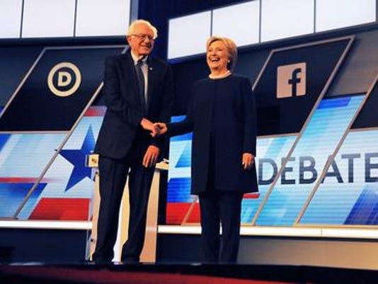 635987352839657007-Sanders-Clinton.jpg
