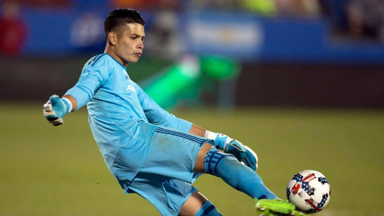 296f50d3954 Sports on the Border  American-born goalkeeper chooses heritage over  homeland