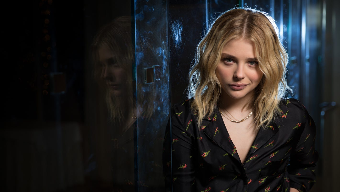 Moretz gets down and d...