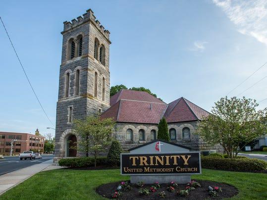 le- Trinity glass 7798.jpg