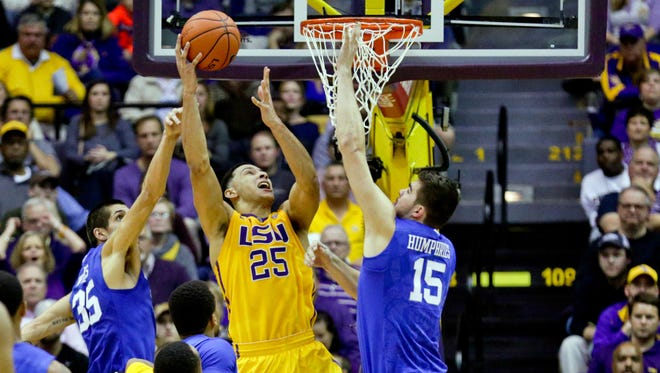 Jan 5, 2016; Baton Rouge, LA, USA; LSU Tigers forward Ben Simmons (25) shoots over Kentucky Wildcats forward Isaac Humphries (15) and forward Derek Willis (35) during the second half of a game at the Pete Maravich Assembly Center. LSU defeated Kentucky 85-67.