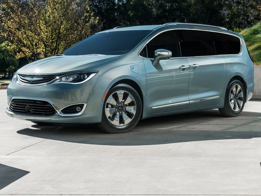 XXX 2017 CHRYSLER PACIFICA HYBRID