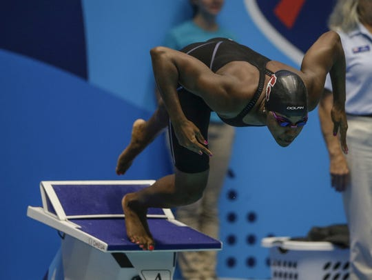 Stanford's Simone Manuel takes off from the starting