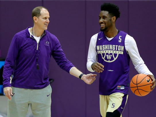 Washington coach Mike Hopkins talks with freshman guard