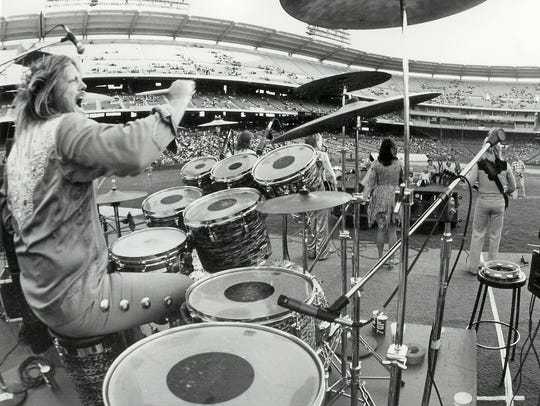 Mickey Jones drums for Kenny Rogers and the First Edition