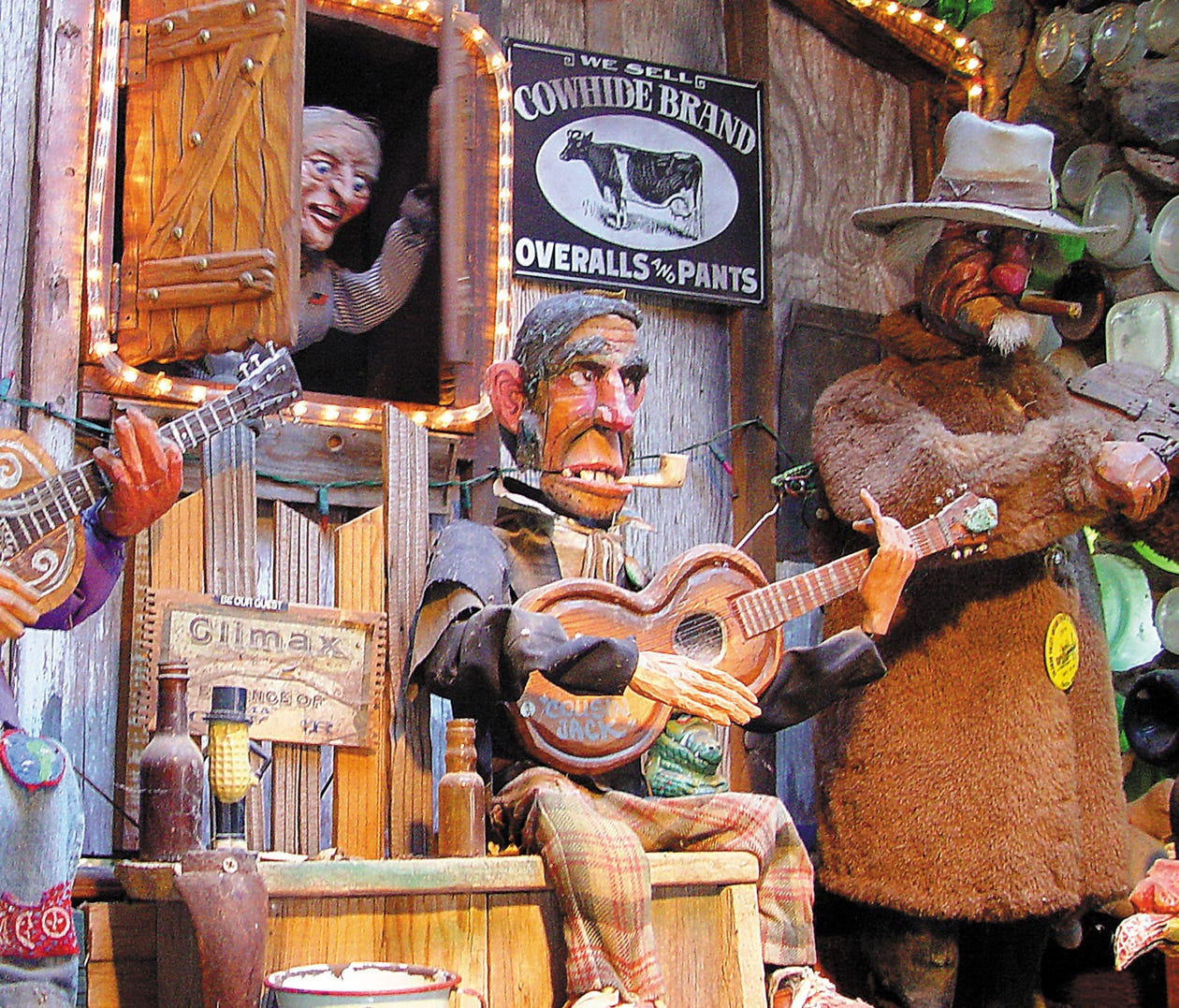 New Mexico: Tinkertown Museum, Sandia Park: The Tinkertown Museum is a labor of love from creator Ross Ward, who spent 40 years carving, collecting and creating the elements from which the museum is constructed and the items on display there, accordi