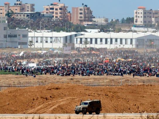 Miles de palestinos protestaron a lo largo de la frontera