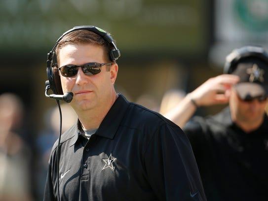 Vanderbilt quarterbacks coach Gerry Gdowski