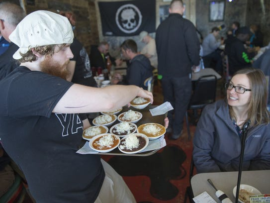 Andrew Cutshaw (left), gives dishes of sides to Lindy Orr, at the the Papa Roux restaurant Monday, Oct. 26, 2015.