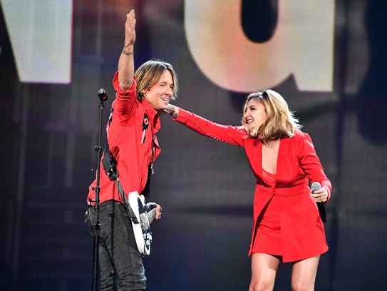 Keith Urban , left, and Julia Michaels perform during