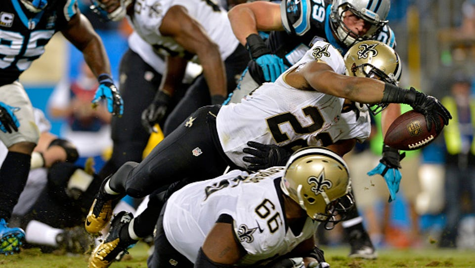 Mark Ingram #22 of the New Orleans Saints dives into