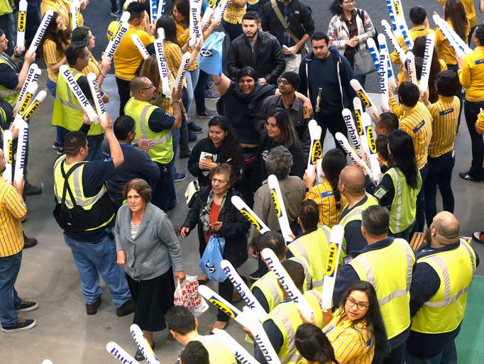 gallery giant ikea draws a crowd in burbank. Black Bedroom Furniture Sets. Home Design Ideas