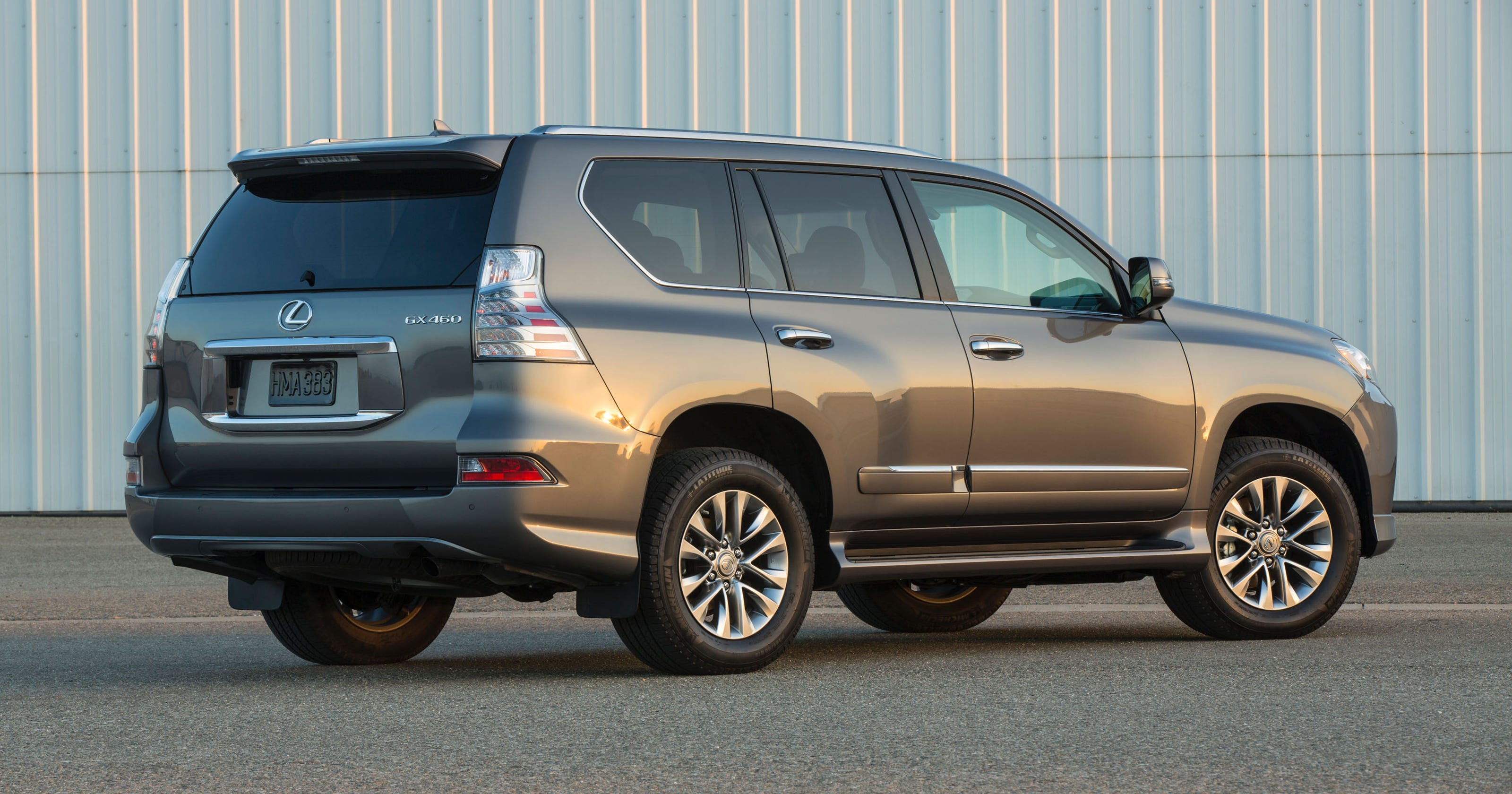 lexus cuts gx 460 suv base price features. Black Bedroom Furniture Sets. Home Design Ideas
