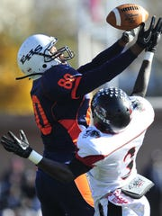Eastside tight end Tahmir Rice (80) attempts to make