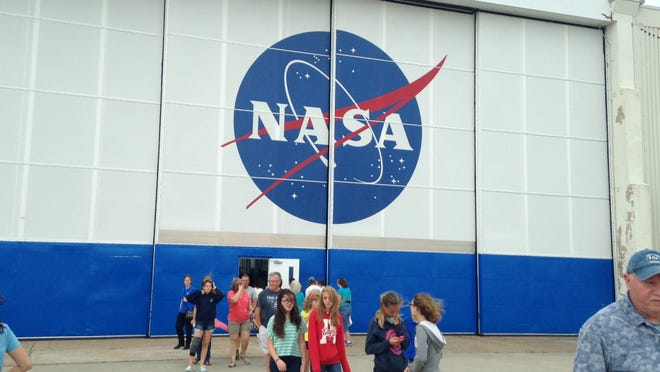 Crowds enter a building at NASA Wallops Flight Facility to view robotics exhibits at the facility's open house on Saturday, June 27, 2015.