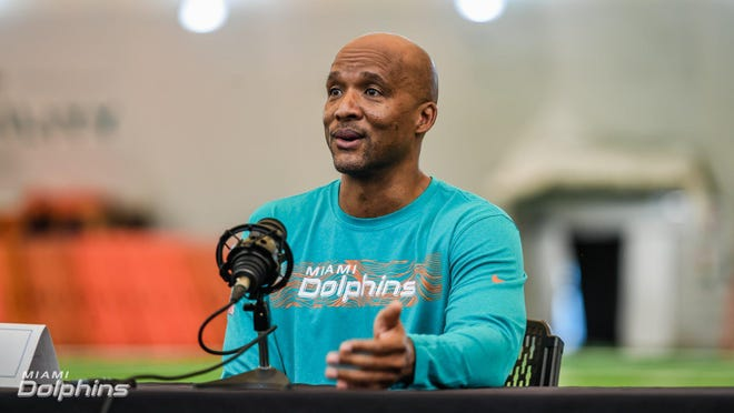 Karl Dorrell coached Dolphins receivers last season.