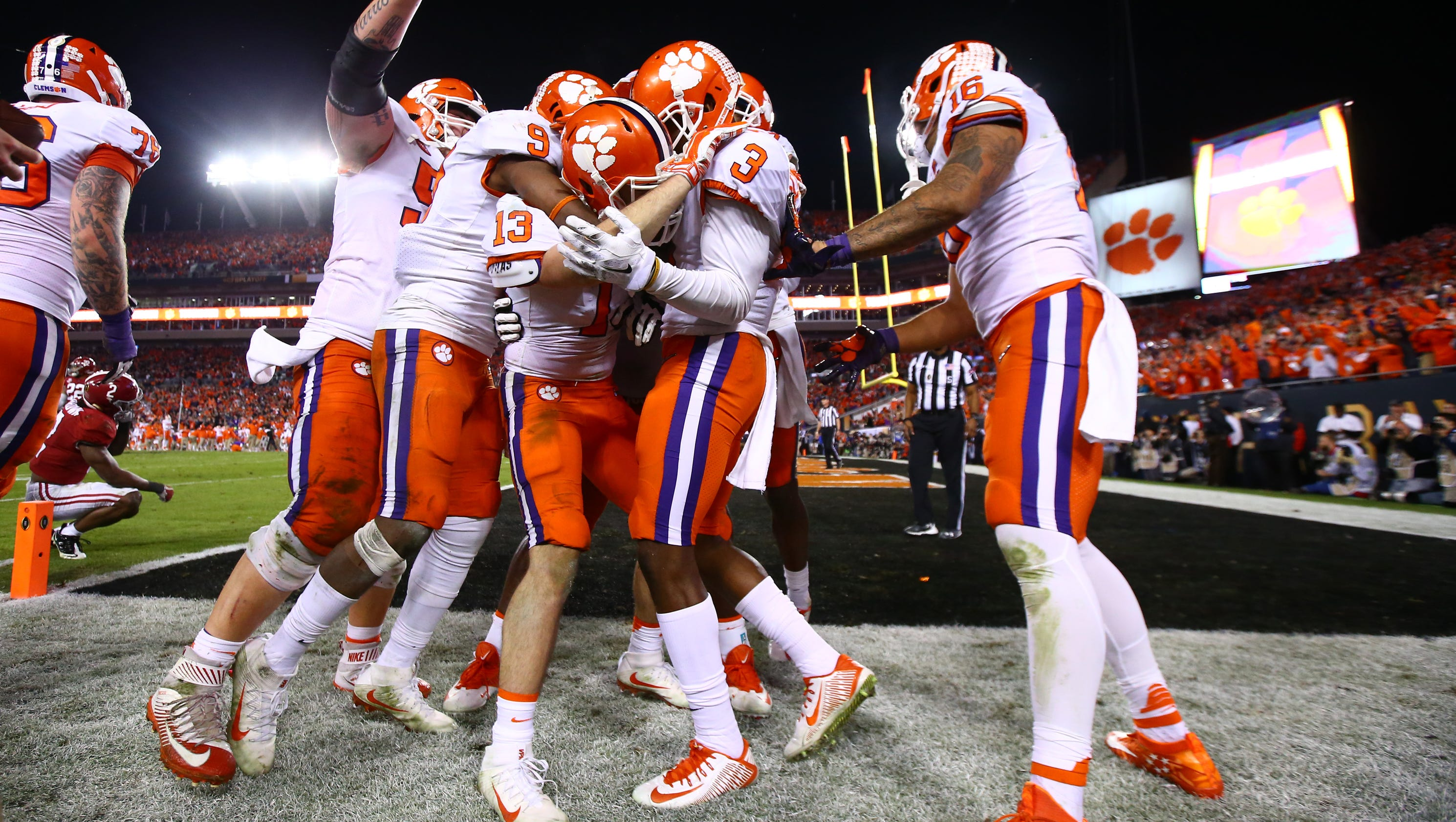 college football playoff essay College football essay examples 18 total  the question of whether college  football needs a playoff does college football need a playoff the bcs.