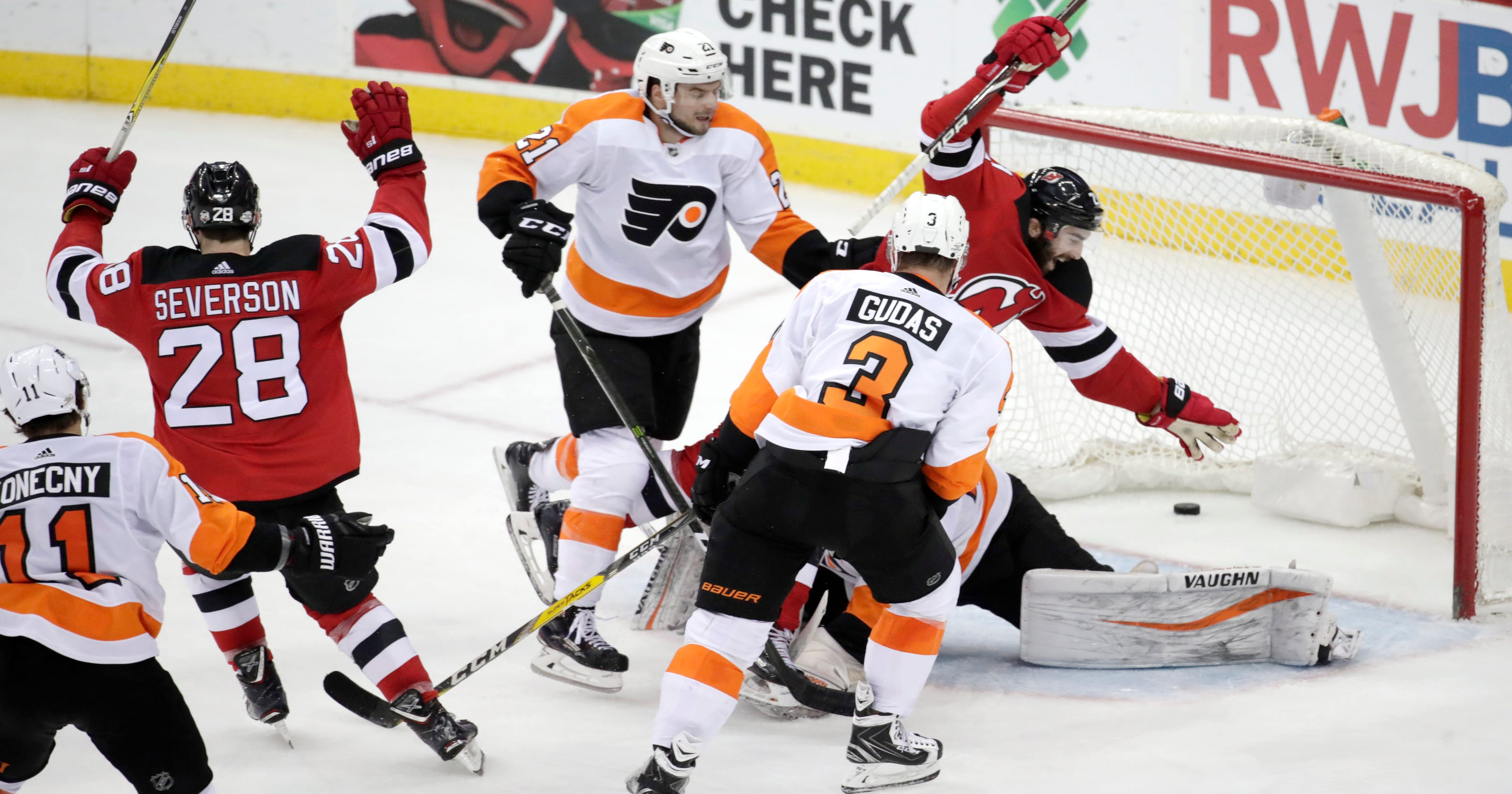 90d9ed89b Hischier s late goal lifts Devils over Flyers 4-3