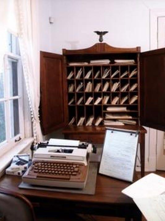 Eudora Welty's desk&typewriter