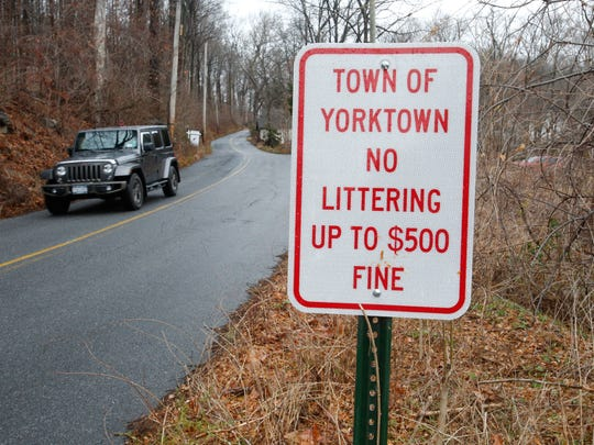 A posted sign on the penalty of littering in Yorktown