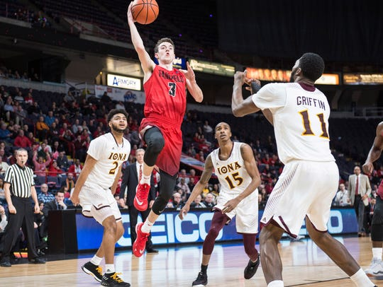 Fairfield Stags guard Tyler Nelson (3) shoots the ball