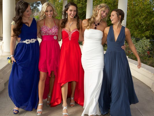 Students Dresses Must Be Approved Before Dances At Wisconsin School