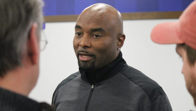 Wide receivers coach Lamar Thomas has jumped sides in the Kentucky-Louisville rivalry by joining Mark Stoops' staff.