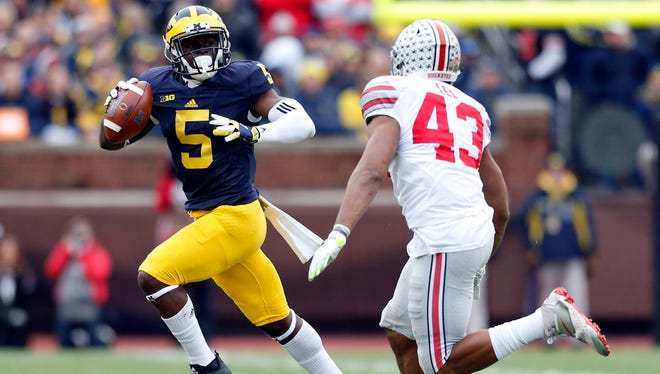 Michigan's Jabrill Peppers runs the ball against Ohio State in 2015.