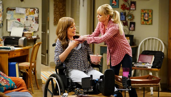 Allison Janney as Bonnie and Anna Faris as Christy on 'Mom.'