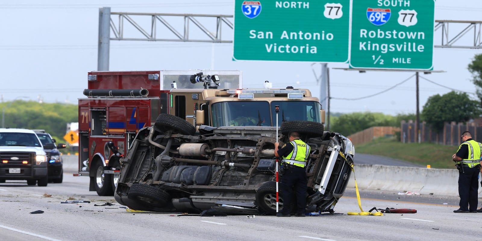 Police investigate fatal accident on I-37 near Calallen