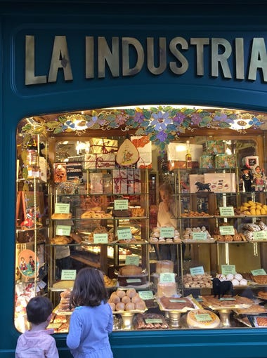 Walker and Harper Hughey check out the sweet treats in the winder of a local panaderia in a Salamanca, Spain bakery.