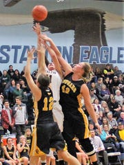 Stayton's Mari Martinez goes up for a basket in traffic against Cascade on Friday, Jan. 19, 2018.