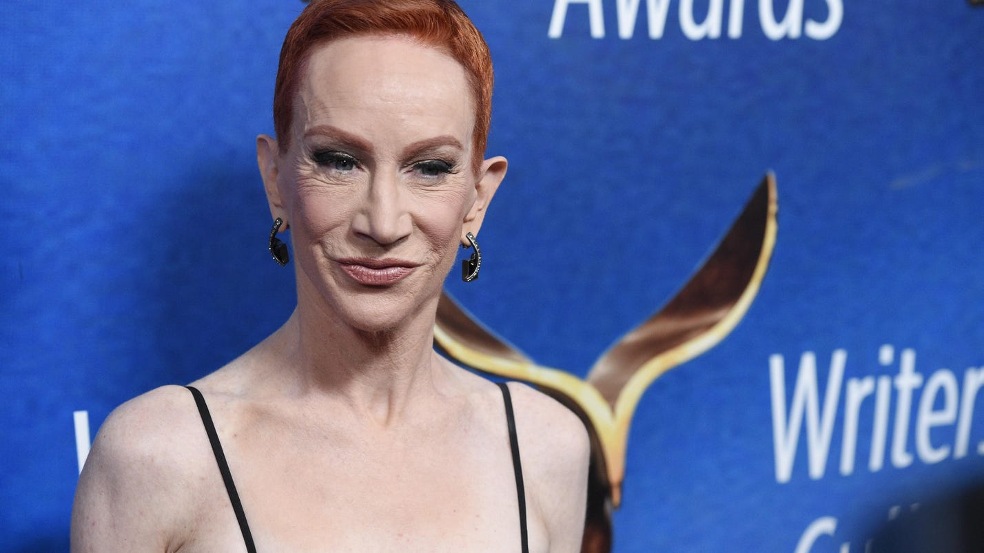 Kathy Griffin to perform, 9 months after Trump photo