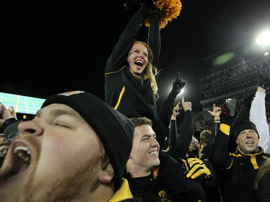 636271041967311200-IOW-1112-Iowa-vs-Michigan-17.jpg